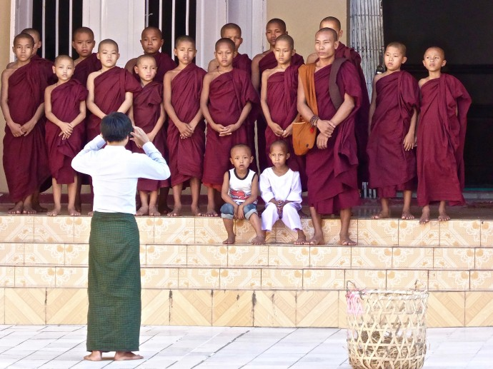 3 jeunes bouddistes